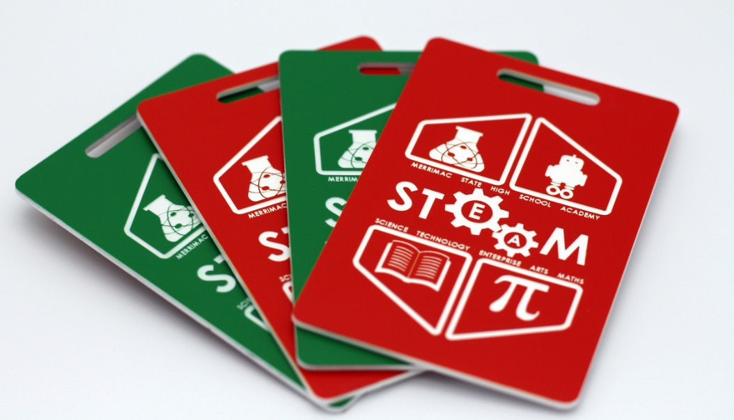 ENGRAVED PLASTIC LABELS RED AND GREEN WITH WHITE TEXT (TRAFFOLYTE)
